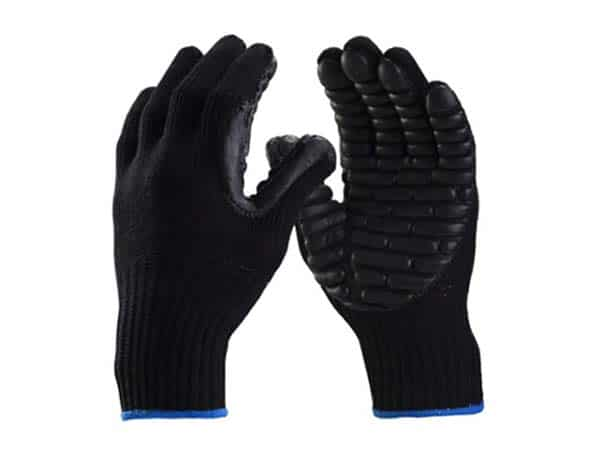 Luva de segurança confeccionada em algodão, recoberto com gomos de cloro neoprene na palma e dedos